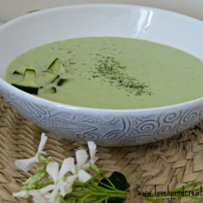 Sopa fría de pepino y yogur al eneldo