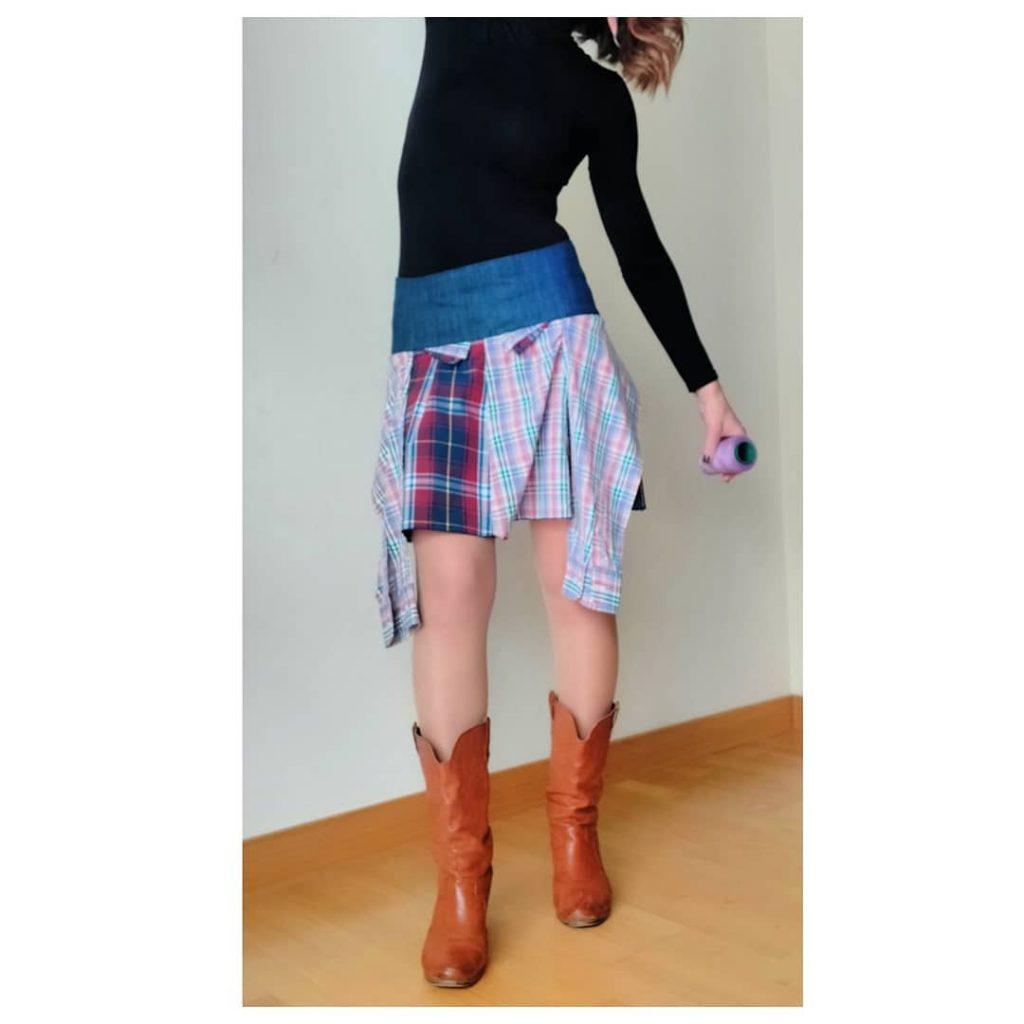 falda con camisas recicladas